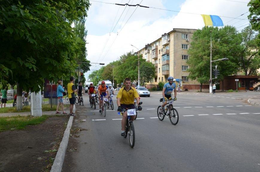 В Мариуполе велосипедисты создали живой флаг Украины (ФОТОРЕПОРТАЖ), фото-60