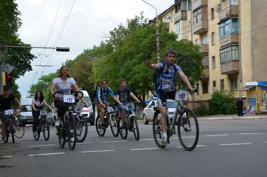 В Мариуполе велосипедисты создали живой флаг Украины (ФОТОРЕПОРТАЖ), фото-57