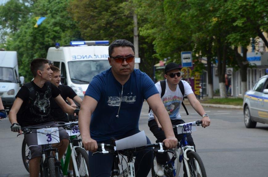 В Мариуполе велосипедисты создали живой флаг Украины (ФОТОРЕПОРТАЖ), фото-54