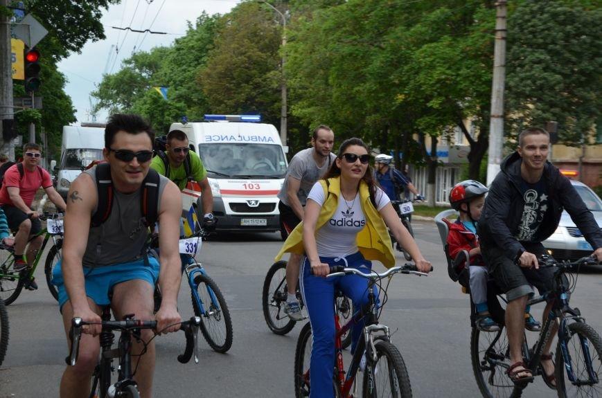 В Мариуполе велосипедисты создали живой флаг Украины (ФОТОРЕПОРТАЖ), фото-47