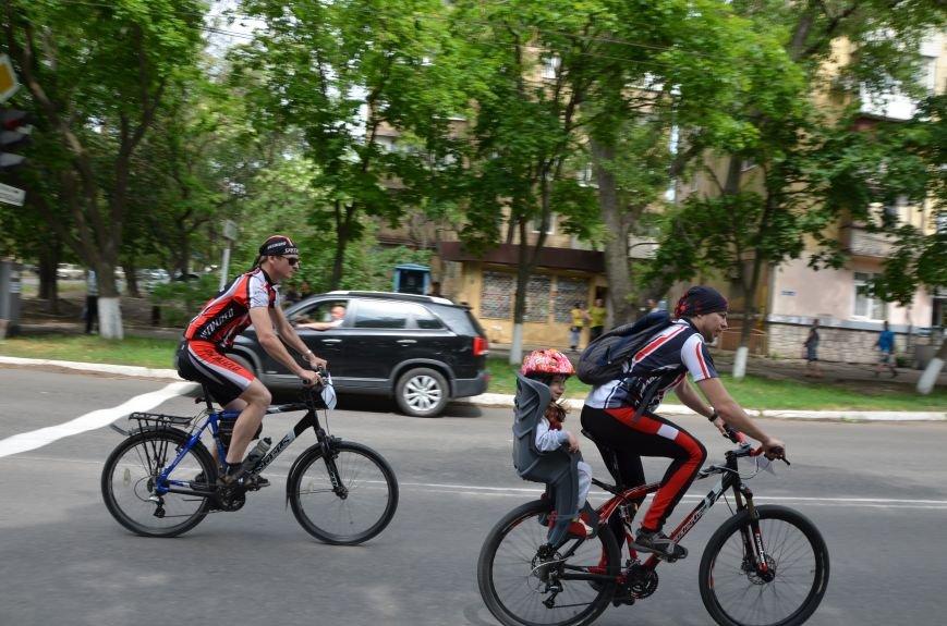 В Мариуполе велосипедисты создали живой флаг Украины (ФОТОРЕПОРТАЖ), фото-63