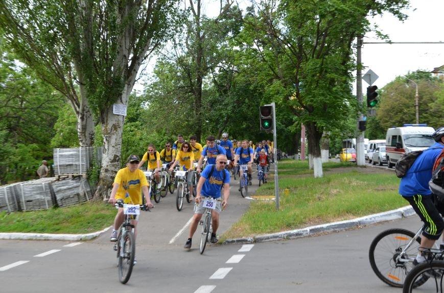В Мариуполе велосипедисты создали живой флаг Украины (ФОТОРЕПОРТАЖ), фото-40