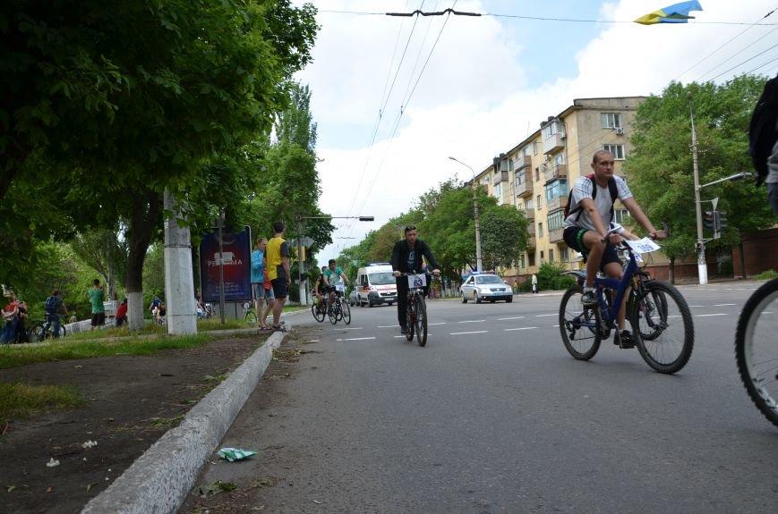 В Мариуполе велосипедисты создали живой флаг Украины (ФОТОРЕПОРТАЖ), фото-55