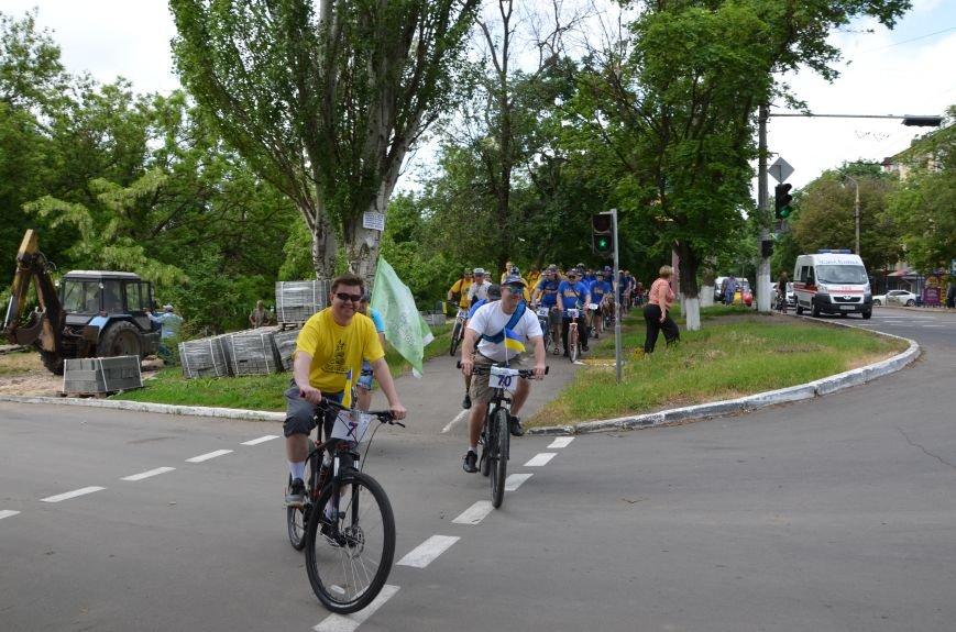 В Мариуполе велосипедисты создали живой флаг Украины (ФОТОРЕПОРТАЖ), фото-33