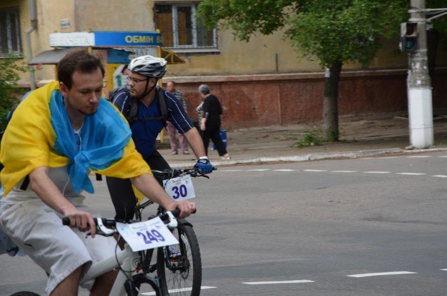 В Мариуполе велосипедисты создали живой флаг Украины (ФОТОРЕПОРТАЖ), фото-53