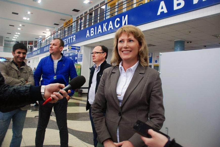 В Симферополь прибыл первый чартерный рейс из Екатеринбурга. Туристов лично встретила министр курортов Крыма (ФОТО), фото-1