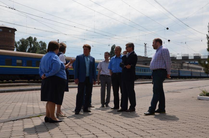 В Мариуполе нардеп Тарута проверил железнодорожный вокзал (ФОТО), фото-16