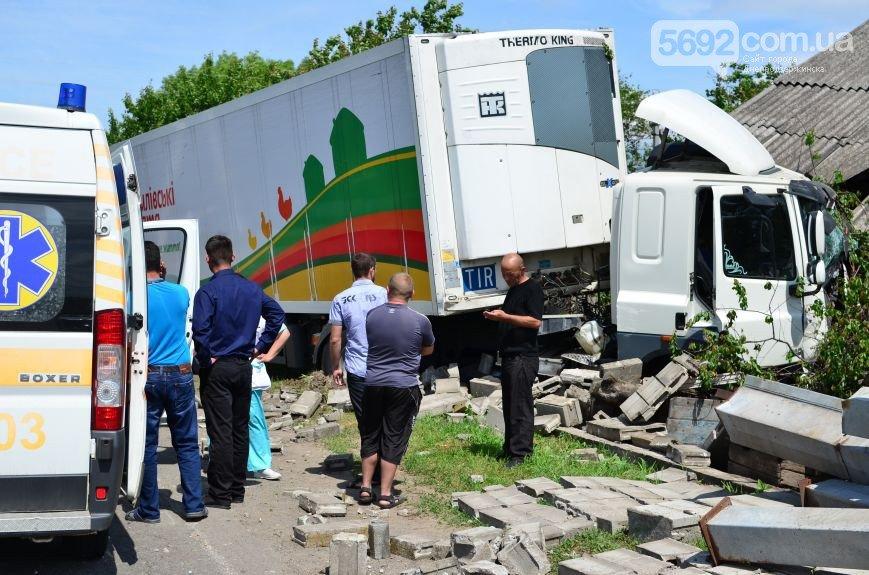 В Елизаветовке произошло ДТП – фура-рефрижератор врезалась в дом (фото) - фото 5