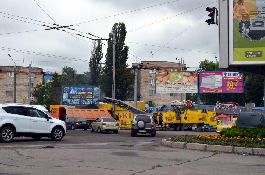 У Полтаві ремонтують дороги навіть у вихідні. Фотофакт (фото) - фото 1