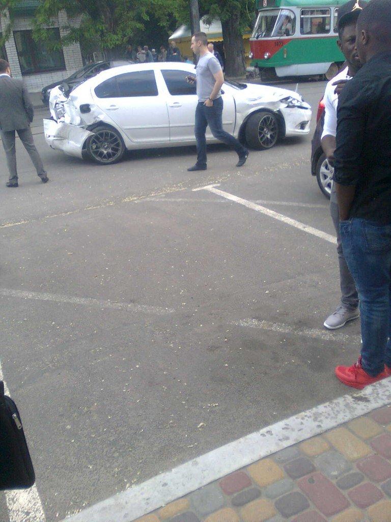 В Днепропетровске в студенческом районе столкнулись несколько авто (ФОТО) (фото) - фото 1