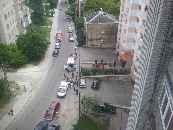 У Львові жінка випала з вікна багатоповерхівки (ФОТОФАКТ) (фото) - фото 1