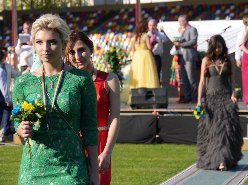 Модні сукні, золоті медалі, море емоцій – як у Тернополі пройшов «Випускник 2015»  (ФОТО) (фото) - фото 1