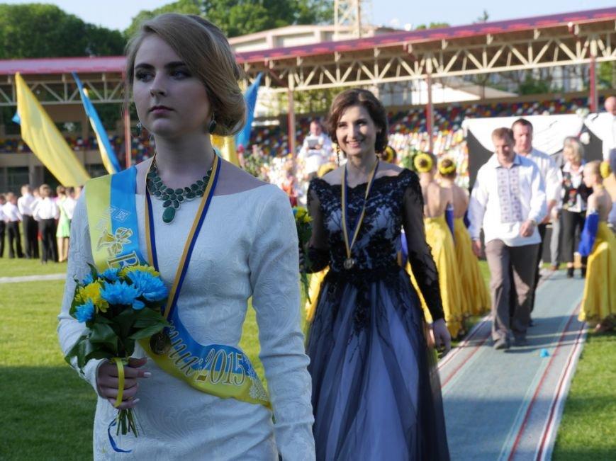 Модні сукні, золоті медалі, море емоцій – як у Тернополі пройшов «Випускник 2015»  (ФОТО) (фото) - фото 12