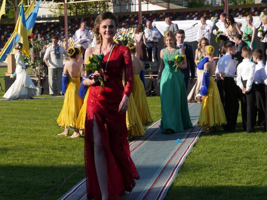 Модні сукні, золоті медалі, море емоцій – як у Тернополі пройшов «Випускник 2015»  (ФОТО) (фото) - фото 3