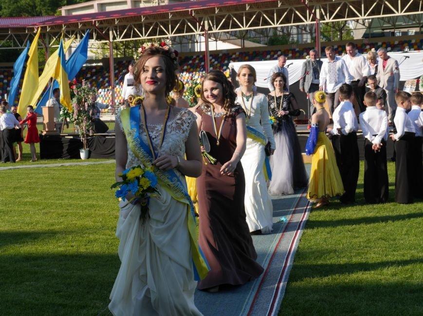 Модні сукні, золоті медалі, море емоцій – як у Тернополі пройшов «Випускник 2015»  (ФОТО) (фото) - фото 11