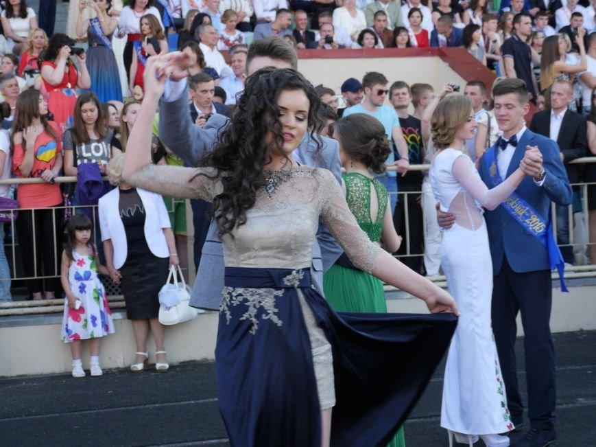Модні сукні, золоті медалі, море емоцій – як у Тернополі пройшов «Випускник 2015»  (ФОТО) (фото) - фото 14