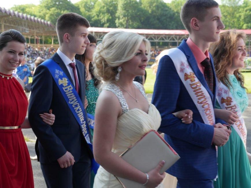 Модні сукні, золоті медалі, море емоцій – як у Тернополі пройшов «Випускник 2015»  (ФОТО) (фото) - фото 4