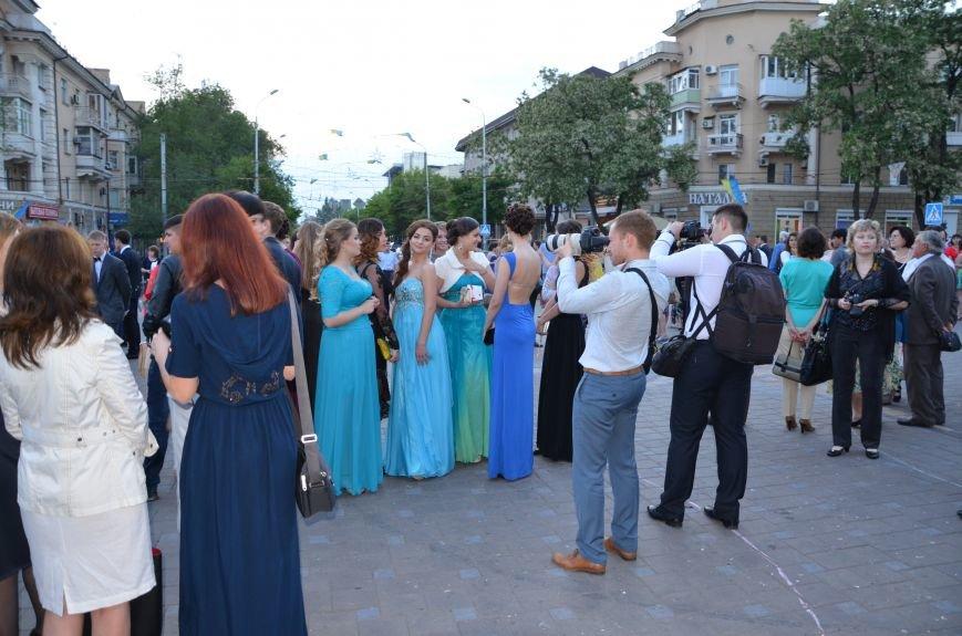 В Мариуполе выпускники поражали нарядами и лимузинами (ФОТО), фото-35