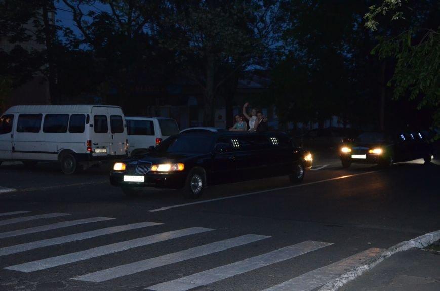 В Мариуполе выпускники поражали нарядами и лимузинами (ФОТО), фото-43