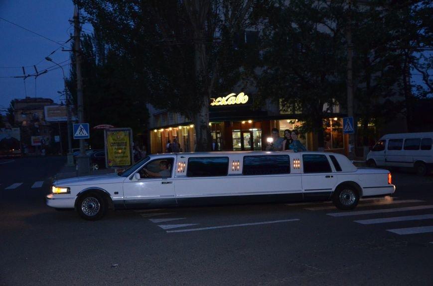 В Мариуполе выпускники поражали нарядами и лимузинами (ФОТО), фото-42