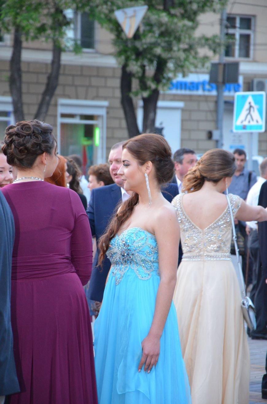 В Мариуполе выпускники поражали нарядами и лимузинами (ФОТО), фото-16