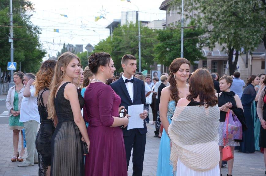 В Мариуполе выпускники поражали нарядами и лимузинами (ФОТО), фото-20