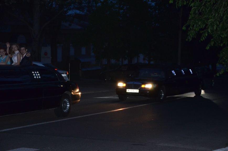 В Мариуполе выпускники поражали нарядами и лимузинами (ФОТО), фото-44