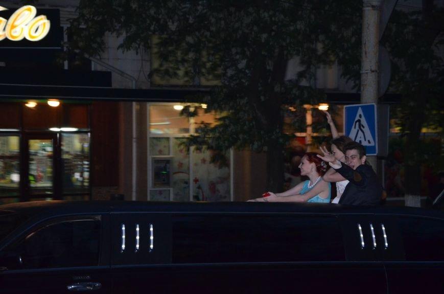В Мариуполе выпускники поражали нарядами и лимузинами (ФОТО), фото-45
