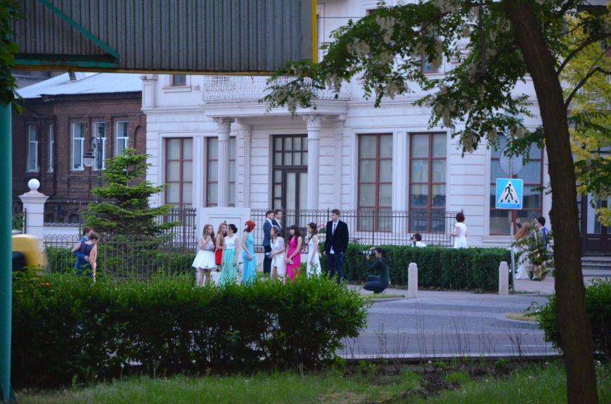 В Мариуполе выпускники поражали нарядами и лимузинами (ФОТО), фото-40