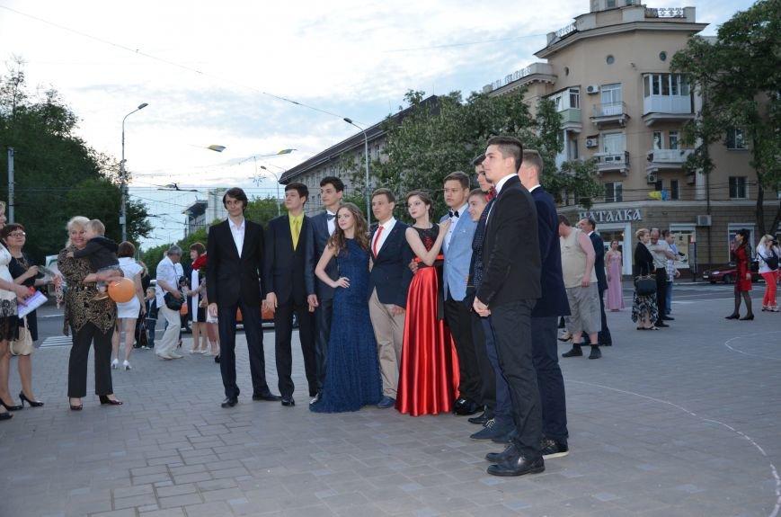 В Мариуполе выпускники поражали нарядами и лимузинами (ФОТО), фото-28