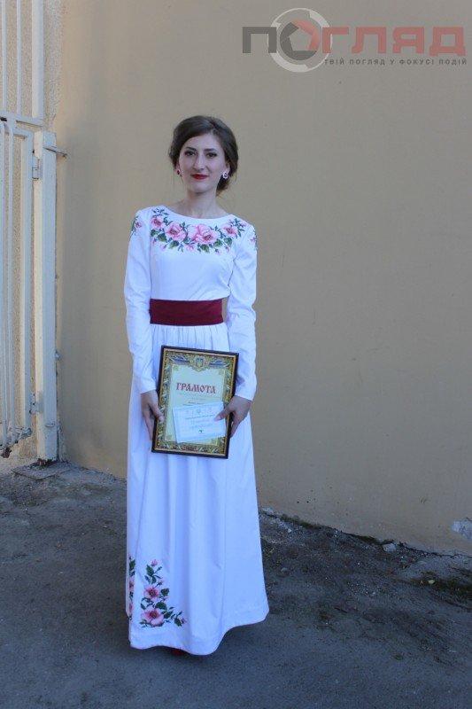Хто отримав нагороду за кращий вишитий костюм на випускному у Тернополі? (фото) (фото) - фото 1