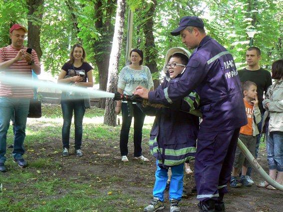 Діти спробували себе у ролі рятувальників (ФОТО) (фото) - фото 2