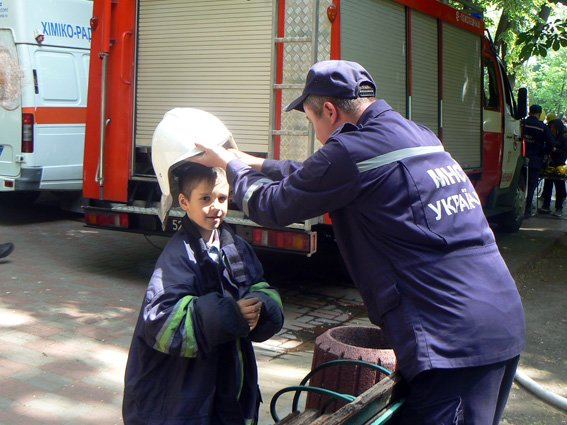 Діти спробували себе у ролі рятувальників (ФОТО) (фото) - фото 8