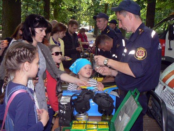 Діти спробували себе у ролі рятувальників (ФОТО) (фото) - фото 4