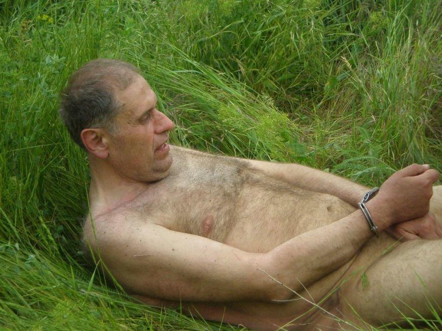 В Мариуполе по микрорайону Восточный бегал голый мужчина (ФОТО, 18+), фото-4