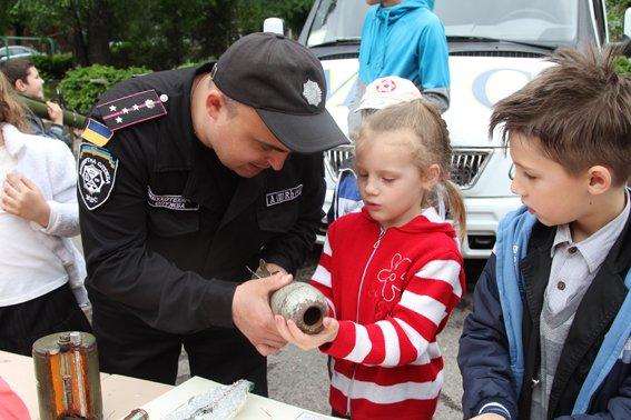 Рівненські міліціонери провели учням уроки «безпечних канікул» (+ФОТО) (фото) - фото 8