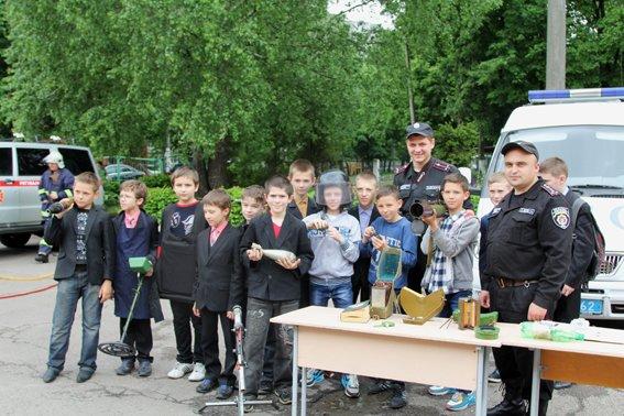 Рівненські міліціонери провели учням уроки «безпечних канікул» (+ФОТО) (фото) - фото 2