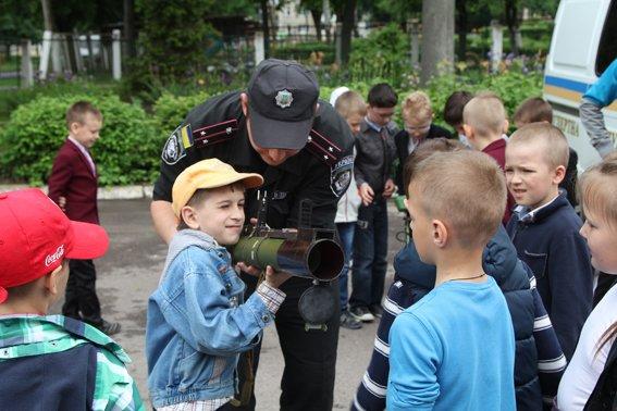 Рівненські міліціонери провели учням уроки «безпечних канікул» (+ФОТО) (фото) - фото 7