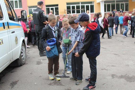 Рівненські міліціонери провели учням уроки «безпечних канікул» (+ФОТО) (фото) - фото 6