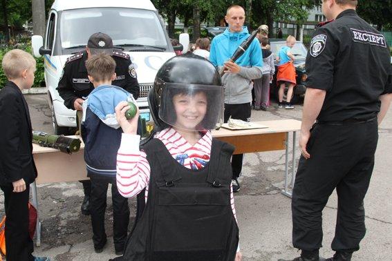 Рівненські міліціонери провели учням уроки «безпечних канікул» (+ФОТО) (фото) - фото 4