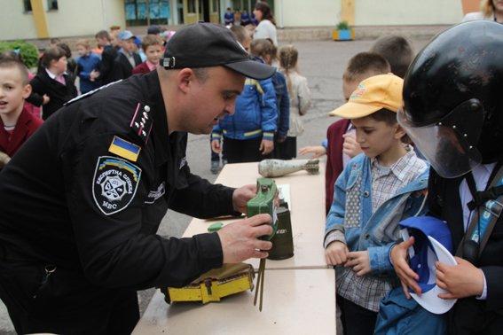 Рівненські міліціонери провели учням уроки «безпечних канікул» (+ФОТО) (фото) - фото 5