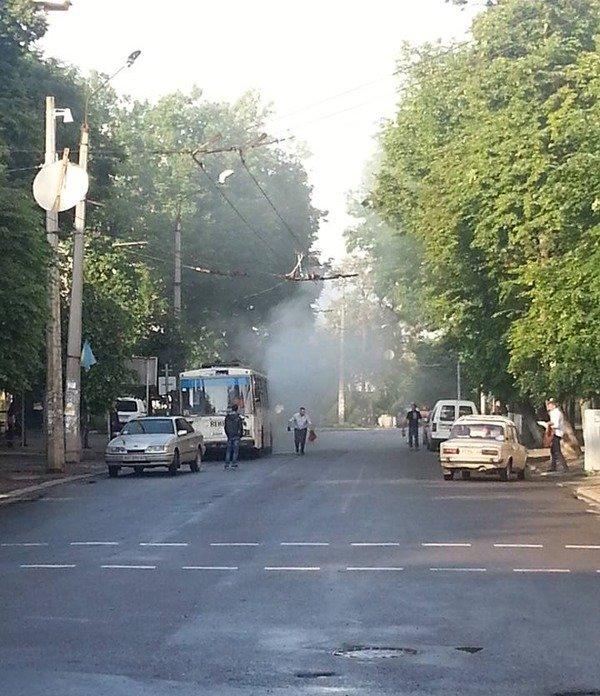 В Івано-Франківську горів тролейбус (ФОТО) (фото) - фото 1
