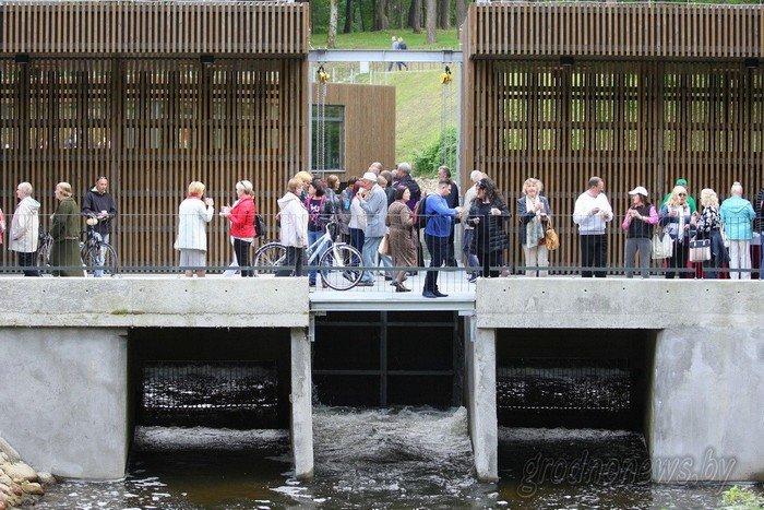 Фоторепортаж: в Друскининкае открытие летнего сезона отметили народными гуляниями и выпечкой 4-метровой «елки» (фото) - фото 13