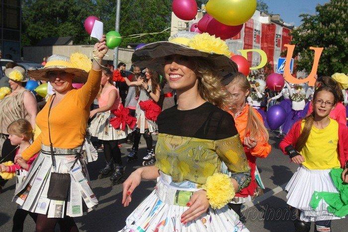 Фоторепортаж: в Друскининкае открытие летнего сезона отметили народными гуляниями и выпечкой 4-метровой «елки» (фото) - фото 28