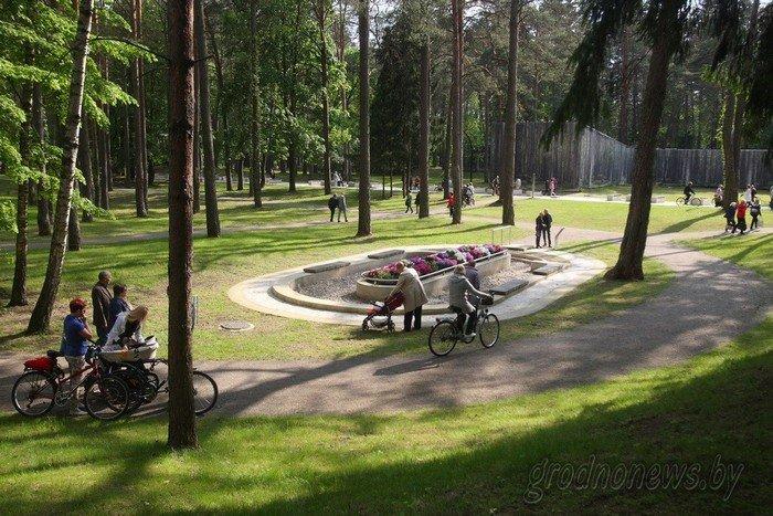 Фоторепортаж: в Друскининкае открытие летнего сезона отметили народными гуляниями и выпечкой 4-метровой «елки» (фото) - фото 17
