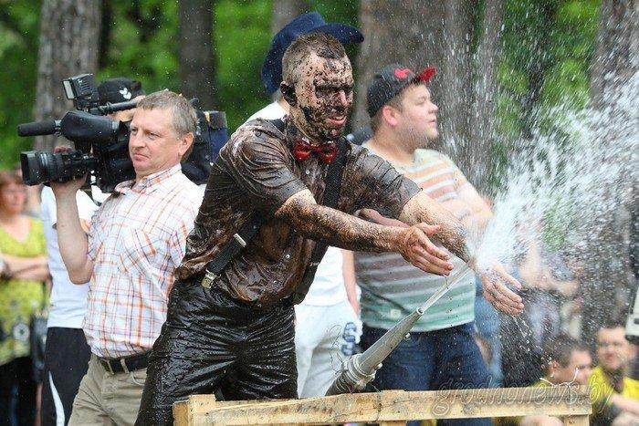 Фоторепортаж: в Друскининкае открытие летнего сезона отметили народными гуляниями и выпечкой 4-метровой «елки» (фото) - фото 8