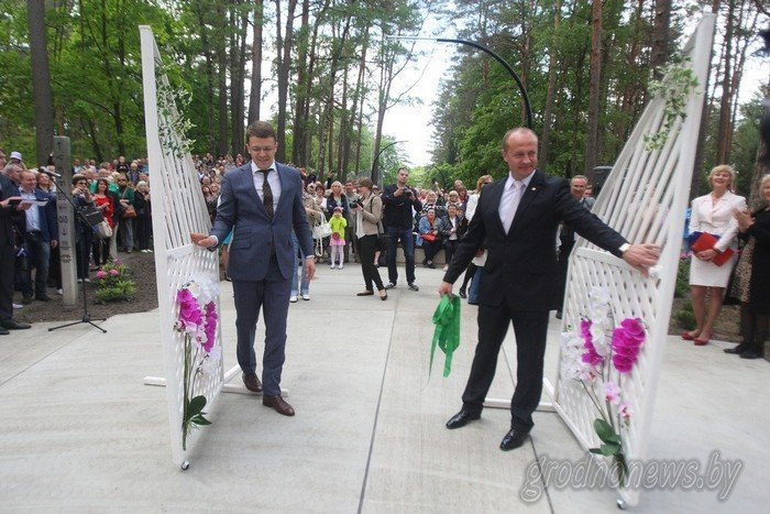 Фоторепортаж: в Друскининкае открытие летнего сезона отметили народными гуляниями и выпечкой 4-метровой «елки» (фото) - фото 11
