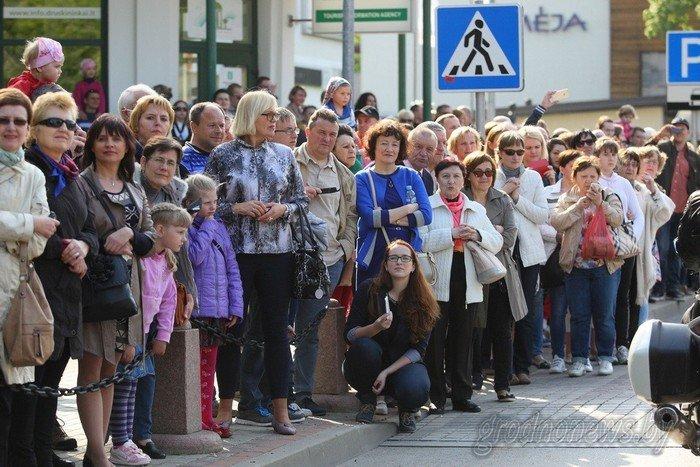 Фоторепортаж: в Друскининкае открытие летнего сезона отметили народными гуляниями и выпечкой 4-метровой «елки» (фото) - фото 20