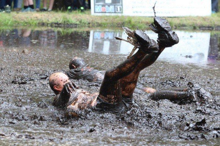 Фоторепортаж: в Друскининкае открытие летнего сезона отметили народными гуляниями и выпечкой 4-метровой «елки» (фото) - фото 7