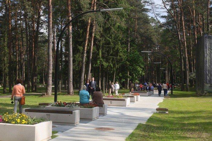 Фоторепортаж: в Друскининкае открытие летнего сезона отметили народными гуляниями и выпечкой 4-метровой «елки» (фото) - фото 18